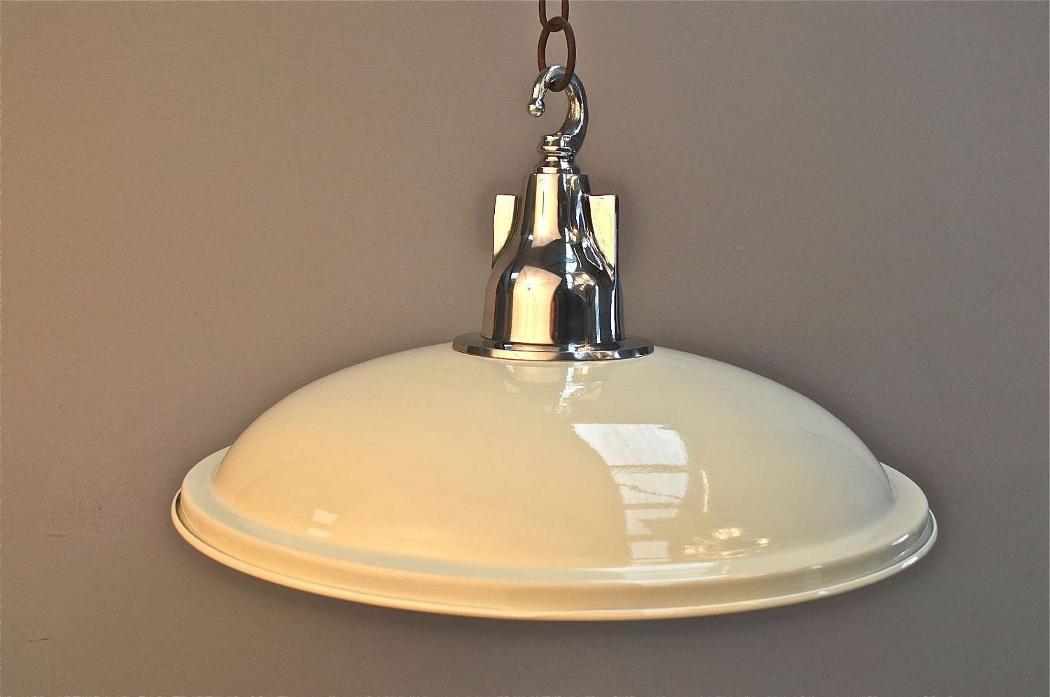 FANTASTIC LARGE UFO CEILING LIGHT CREAM WITH POLISHED ALUMINIUM LAMP R