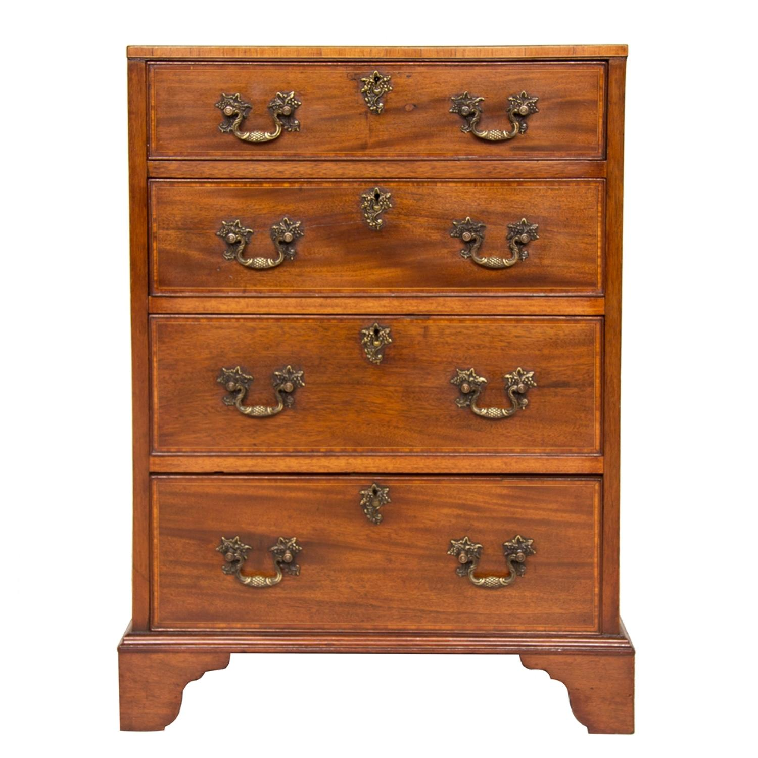Small Georgian Mahogany & Satinwood Chest of Drawers