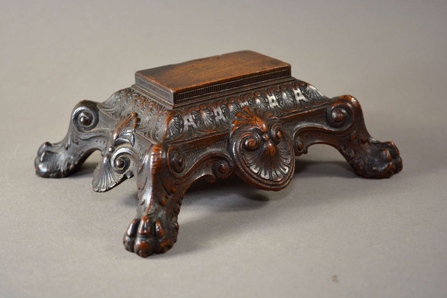 English walnut objet d'art stand circa.1820